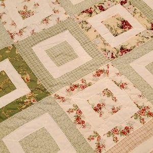 Vintage pretty floral 77x77 Quilt with point hem